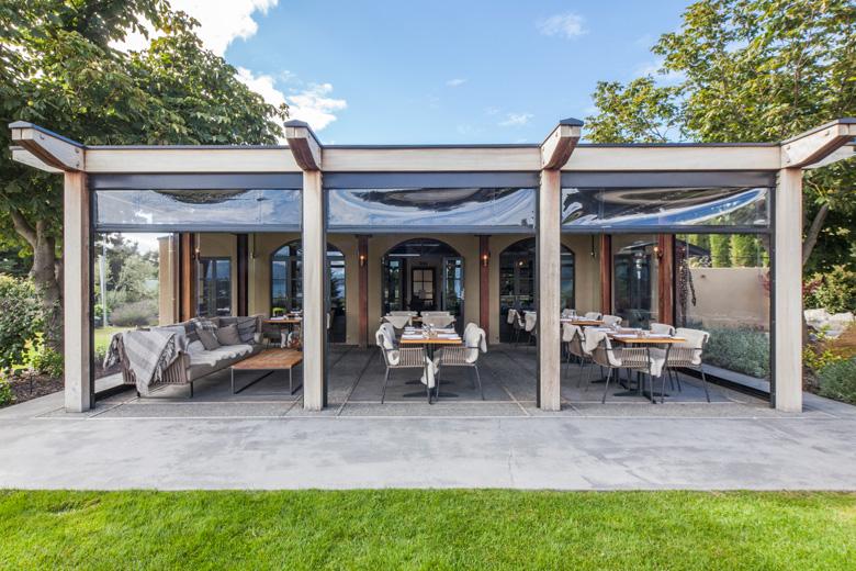 Bistro Gentil's indoor outdoor courtyard open in the day