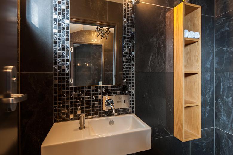 The Bisto Gentil bathroom's basin and mirror