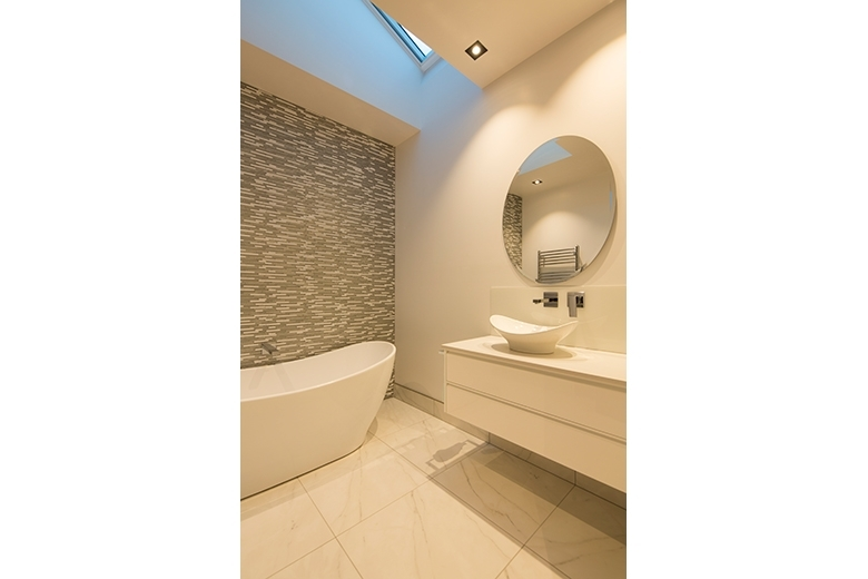 Image of basin and bath tub